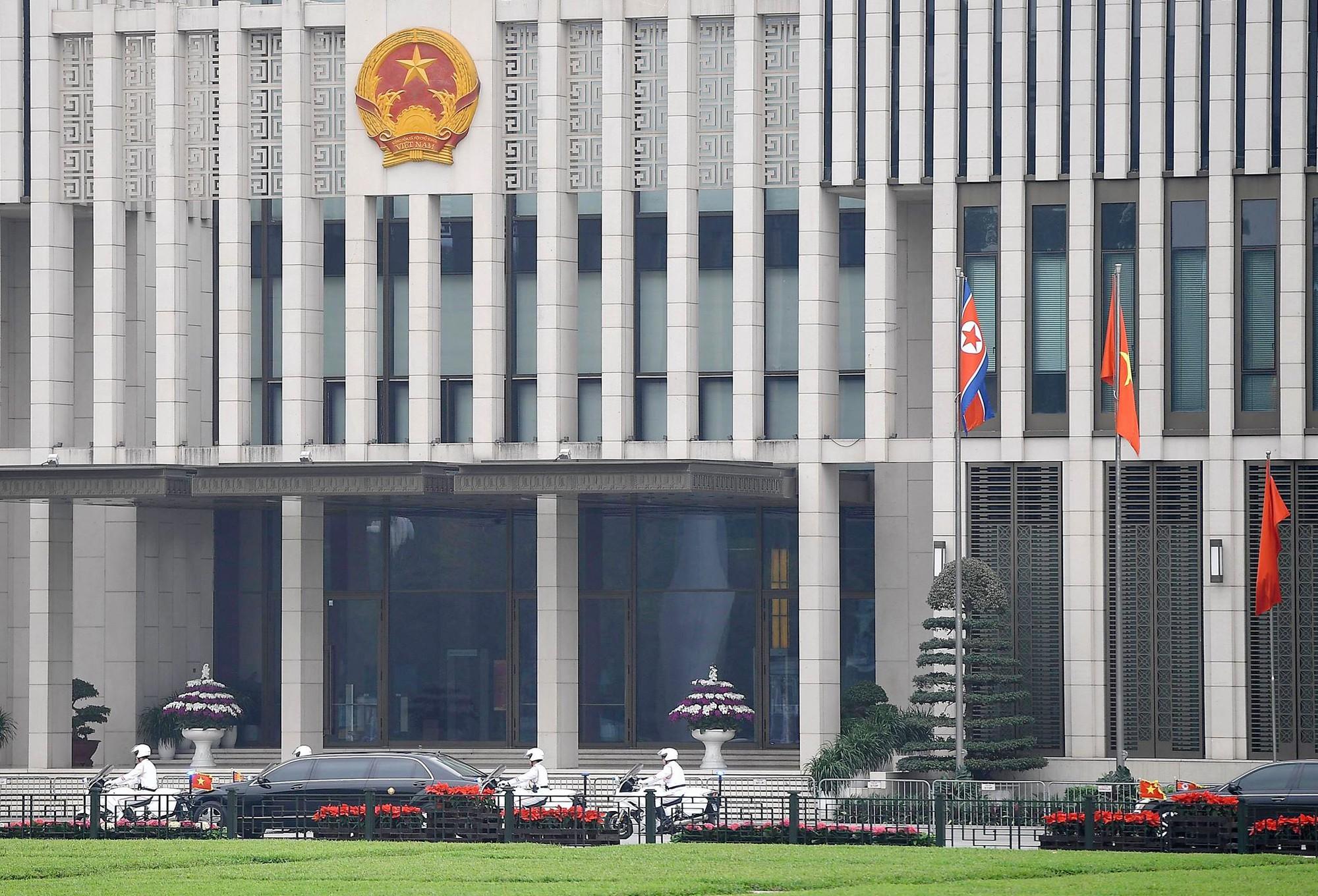 [PHOTO ESSAY] Những khoảnh khắc lịch sử trong chuyến công du Việt Nam đầu tiên của Chủ tịch Kim Jong-un - Ảnh 17.