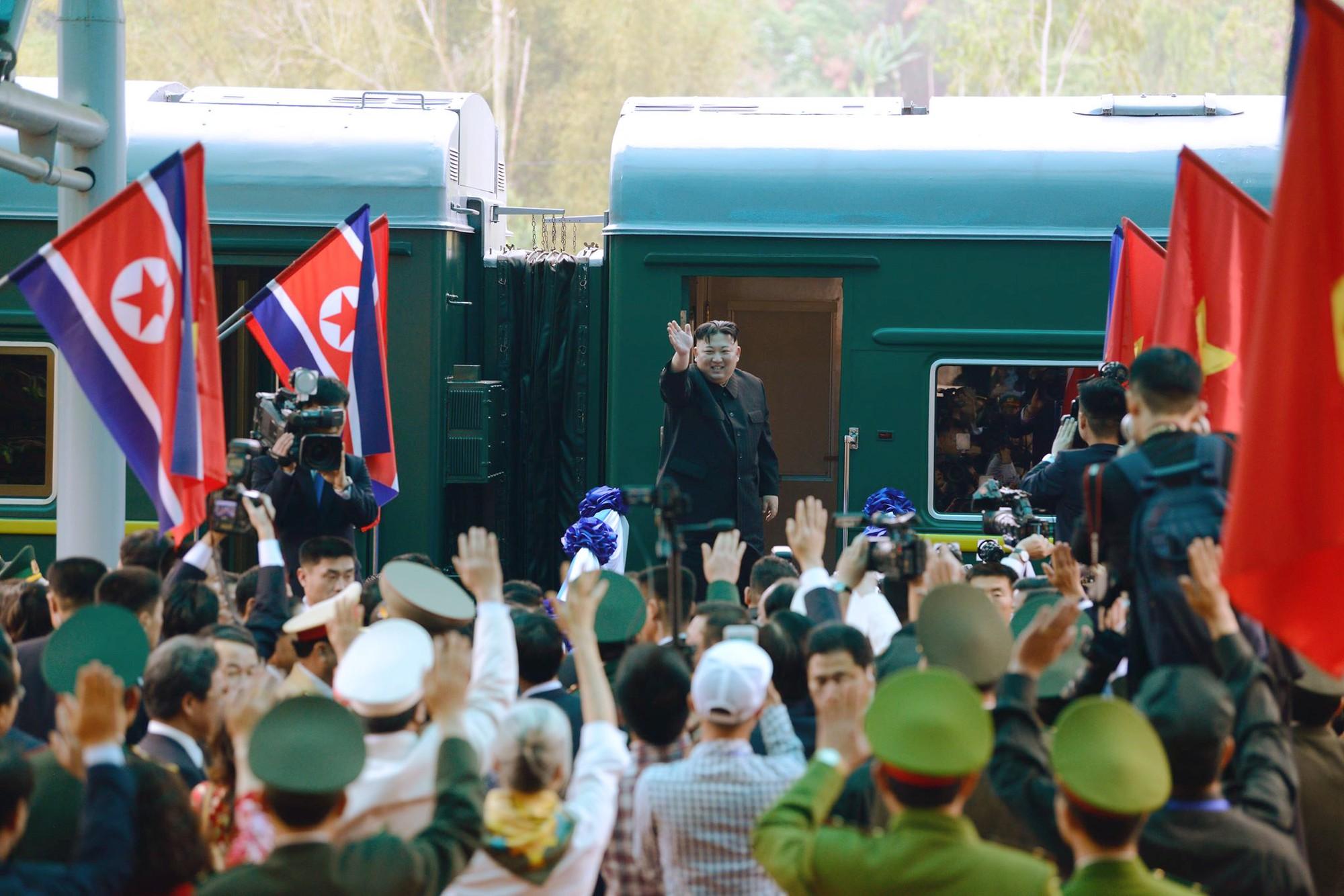 [PHOTO ESSAY] Những khoảnh khắc lịch sử trong chuyến công du Việt Nam đầu tiên của Chủ tịch Kim Jong-un - Ảnh 29.