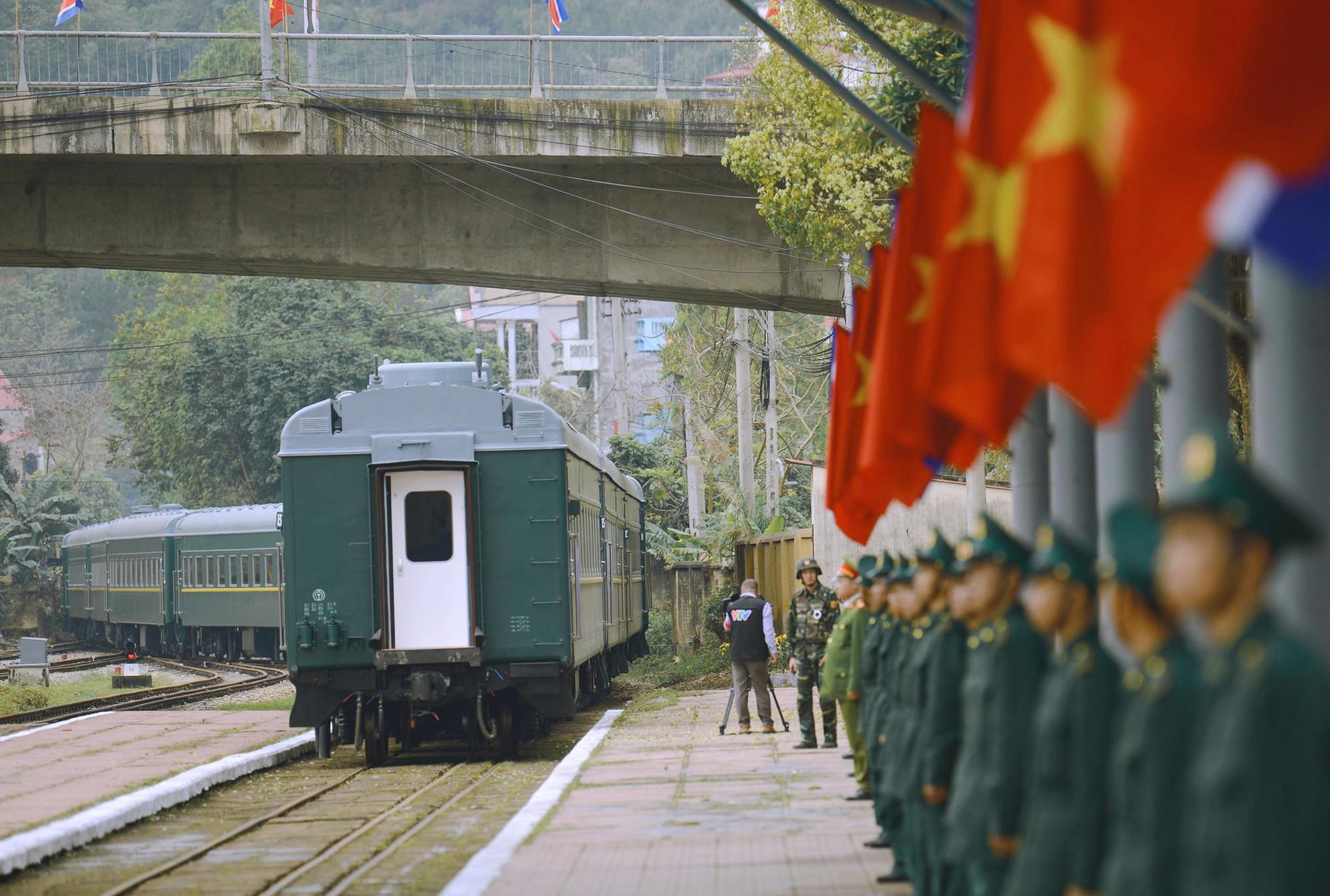 [PHOTO ESSAY] Những khoảnh khắc lịch sử trong chuyến công du Việt Nam đầu tiên của Chủ tịch Kim Jong-un - Ảnh 31.
