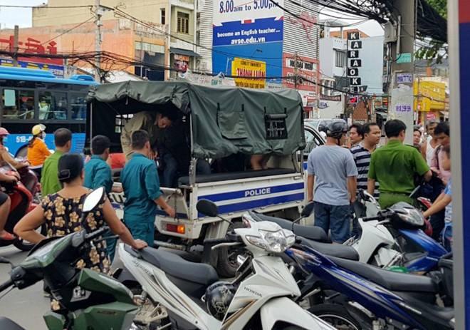 Băng cướp dùng mã tấu chém công an khi bị vây ráp ở Sài Gòn - Ảnh 2.