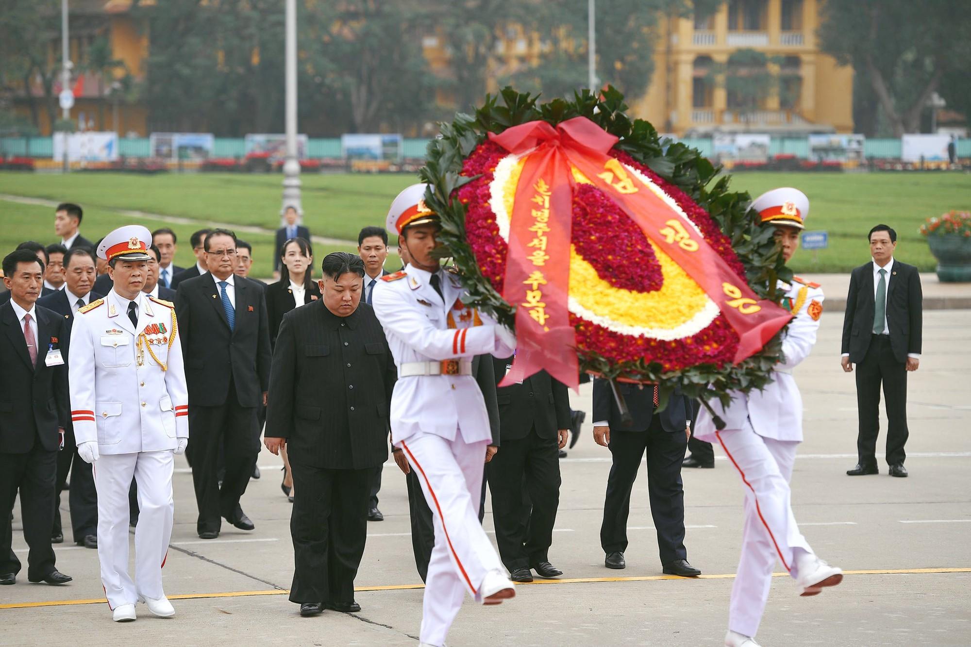 [PHOTO ESSAY] Những khoảnh khắc lịch sử trong chuyến công du Việt Nam đầu tiên của Chủ tịch Kim Jong-un - Ảnh 27.