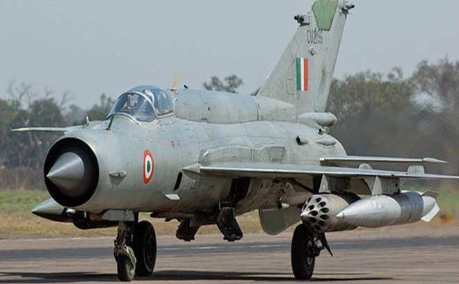 MiG-21, Su-30 MKI, Mirage 2000 Ấn Độ truy đuổi F-16 Pakistan: Trận không chiến kinh điển! - Ảnh 1.