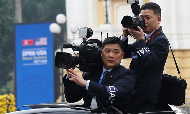 Chùm ảnh phóng viên Triều Tiên lặng lẽ chuyên tâm tác nghiệp tại Việt Nam - Ảnh 1.