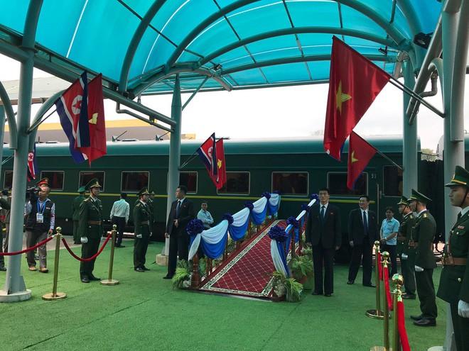 An ninh siết chặt, xe bọc thép sẵn sàng, ga Đồng Đăng chuẩn bị cho lễ tiễn Chủ tịch Kim Jong-un về nước - Ảnh 21.