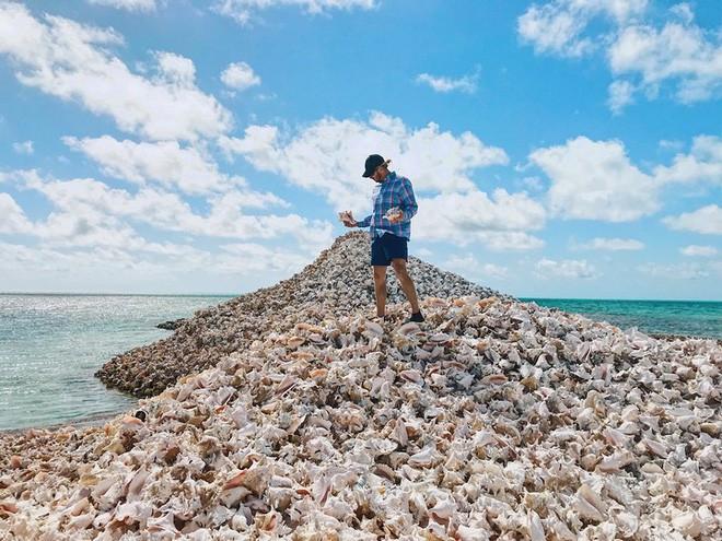 Đây là hòn đảo nhân tạo có một không hai trên thế giới: toàn bộ được làm từ vỏ ốc xà cừ chất thành đống - Ảnh 1.