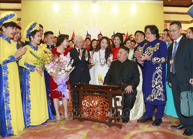 Chủ tịch Triều Tiên Kim Jong-un chơi thử nhạc cụ dân tộc Việt Nam - Ảnh 11.