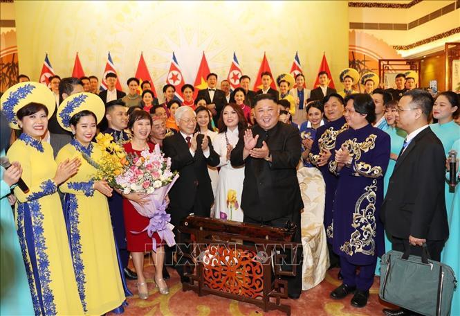 Chủ tịch Triều Tiên Kim Jong-un chơi thử nhạc cụ dân tộc Việt Nam - Ảnh 5.