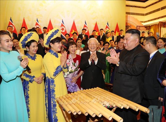Chủ tịch Triều Tiên Kim Jong-un chơi thử nhạc cụ dân tộc Việt Nam - Ảnh 6.
