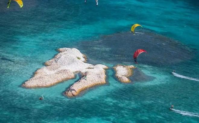 Đây là hòn đảo nhân tạo có một không hai trên thế giới: toàn bộ được làm từ vỏ ốc xà cừ chất thành đống - Ảnh 7.