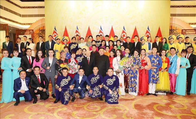 Chủ tịch Triều Tiên Kim Jong-un chơi thử nhạc cụ dân tộc Việt Nam - Ảnh 7.