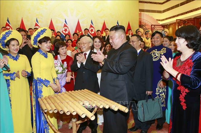 Chủ tịch Triều Tiên Kim Jong-un chơi thử nhạc cụ dân tộc Việt Nam - Ảnh 9.