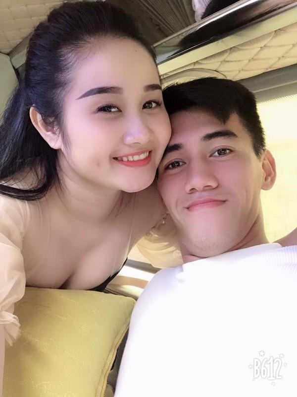 Bạn gái nóng bỏng an ủi vua dội bom Tiến Linh - Ảnh 2.