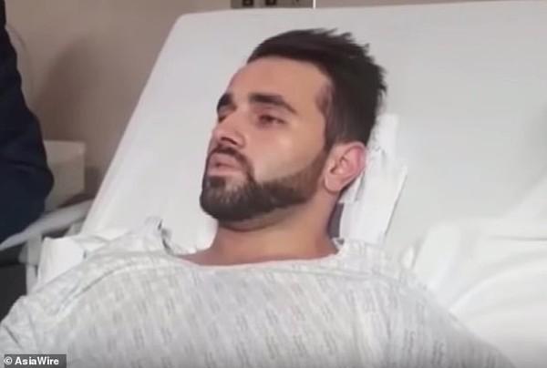 Bị bắn vào chân trong vụ thảm sát ở New Zealand, người đàn ông dùng mẹo để thoát khỏi hiểm cảnh - Ảnh 1.