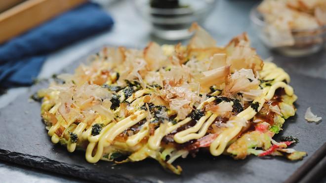 Có đến Nhật Bản thì đừng nhầm bánh xèo okonomiyaki với món này kẻo tẽn tò - Ảnh 2.