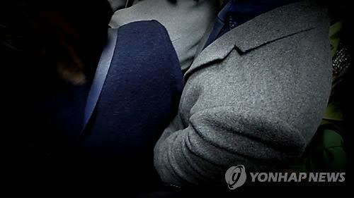 Báo Hàn đưa tin vụ yêu râu xanh sàm sỡ cô gái trong thang máy và bất ngờ trước số tiền phạt vỏn vẹn 200 nghìn đồng - Ảnh 4.