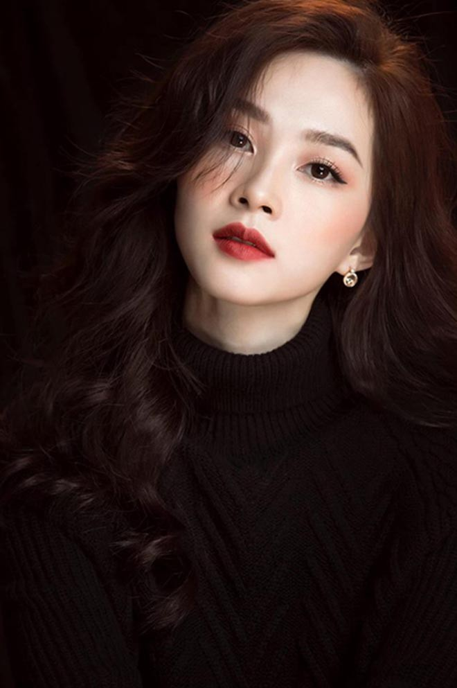 Hoa hậu Việt lọt top 100 mỹ nhân đẹp nhất châu Á: Sống giàu có, được chồng đại gia cưng chiều - Ảnh 1.