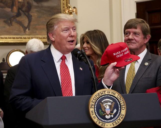 Nguyên tắc ngầm Tổng thống Mỹ không đội mũ và ngoại lệ độc nhất mang tên Donald Trump - Ảnh 6.