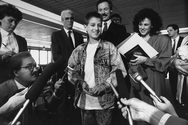 """Cuộc đời """"bất thường"""" khiến cả thế giới nhớ mãi của cậu bé 13 tuổi: Thay đổi cả luật pháp, đám tang toàn nhân vật quyền lực đến dự - Ảnh 3."""