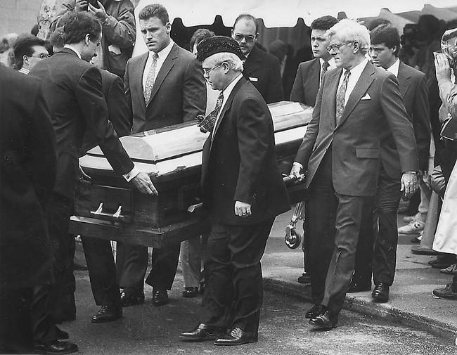 """Cuộc đời """"bất thường"""" khiến cả thế giới nhớ mãi của cậu bé 13 tuổi: Thay đổi cả luật pháp, đám tang toàn nhân vật quyền lực đến dự - Ảnh 6."""