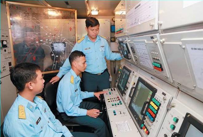 Đơn vị anh cả, tinh nhuệ bậc nhất của TLPK Việt Nam trang bị tên lửa SPYDER bảo vệ Thủ Đô - Ảnh 2.