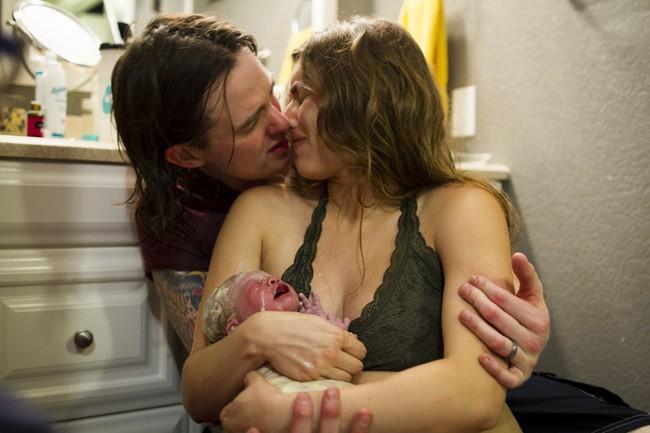 """""""Khung giờ vàng cho mẹ và bé sau sinh"""" – Bộ ảnh gây xúc động mạnh không phải ai cũng có cơ hội được trải nghiệm - Ảnh 2."""