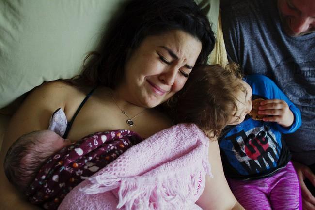 """""""Khung giờ vàng cho mẹ và bé sau sinh"""" – Bộ ảnh gây xúc động mạnh không phải ai cũng có cơ hội được trải nghiệm - Ảnh 6."""