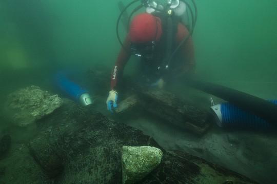 Khai quật tàu cổ ngủ quên 2.500 năm dưới đáy sông Nile - Ảnh 1.