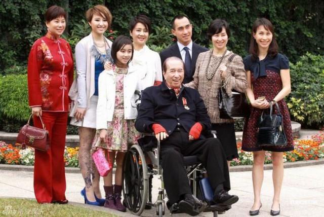 Thâm cung nội chiến phiên bản vua sòng bài Macau: 4 bà vợ tranh từng hào, 17 người con tài giỏi đi liền với tai tiếng - Ảnh 4.
