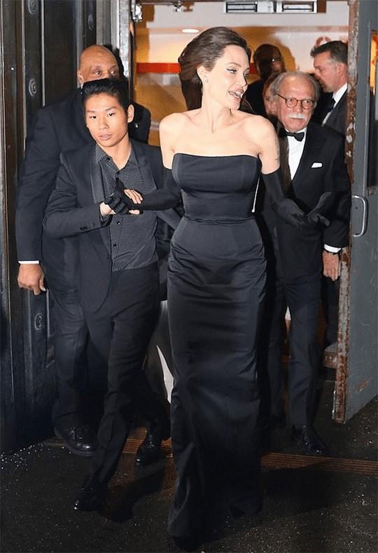 Nhờ hành động đặc biệt này, Pax Thiên là đứa con được Angelina Jolie yêu thương nhất - Ảnh 9.