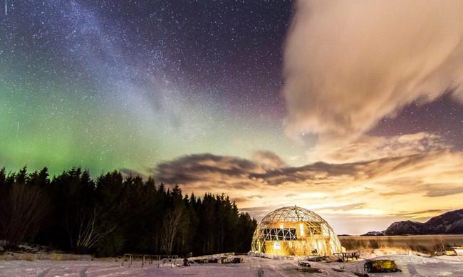 Ấn tượng với ngôi nhà trong suốt hình cầu đặc biệt được xây dựng ngay gần Bắc Cực của gia đình 6 người - Ảnh 11.
