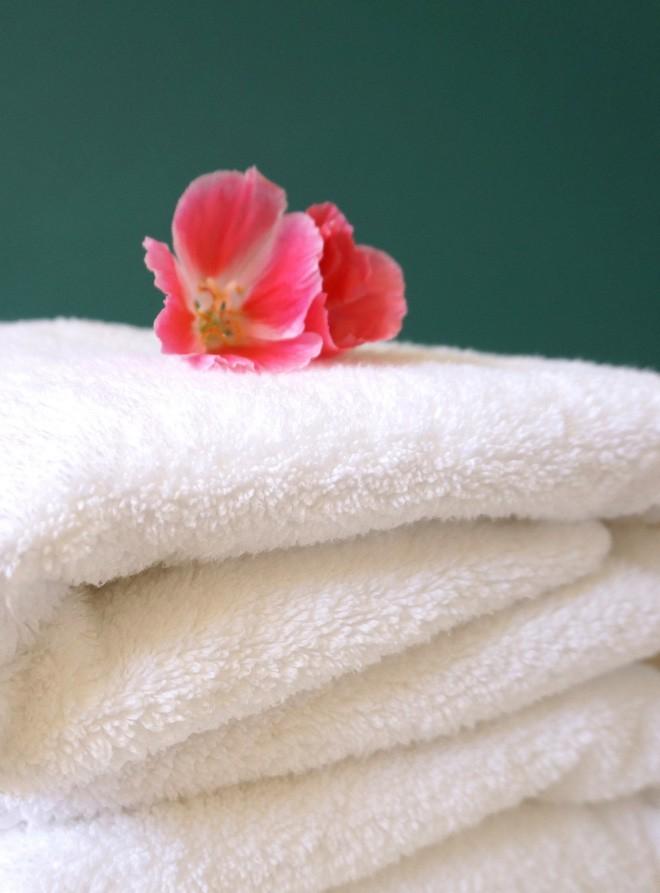 Không phải xà phòng hay nước xả vải, 4 cách dưới đây giúp khăn tắm nhà bạn luôn mềm mại và mịn màng không khác gì khăn ở khách sạn 5 sao - Ảnh 2.