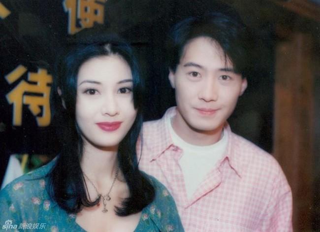 """Ở Hong Kong có 2 thứ không bao giờ phải nghi ngờ đó là tiền của Lý Gia Thành và sắc đẹp của Lý Gia Hân""""  - Ảnh 9."""