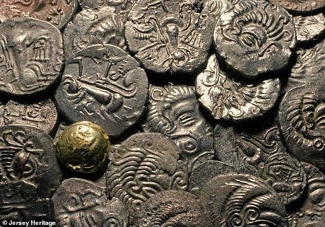 Phát hiện kho đồng xu vàng cổ lớn chưa từng thấy, trị giá 13 triệu USD - Ảnh 3.