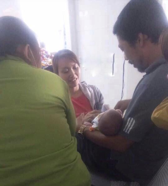 Nhặt được bé sơ sinh trong thùng rác, quyết định cuối của đôi vợ chồng hút nghìn like - Ảnh 1.