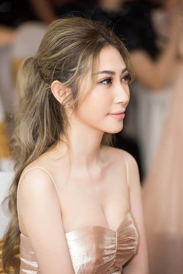 Chia tay Ngô Kiến Huy, Khổng Tú Quỳnh 'nghiện' khoe thân, tung ảnh gợi cảm? - Ảnh 1.