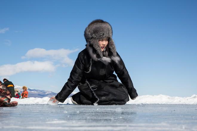 Lễ hội trên hồ đóng băng kỳ lạ của người Mông Cổ: Lạnh kinh hoàng nhưng đẹp đến mê mẩn - Ảnh 17.
