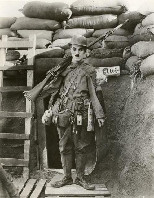 Nỗi đau âm ỉ cả đời của vua hề Chaplin: Bị gửi cả lông trắng đến nhà để giễu cợt - Ảnh 3.