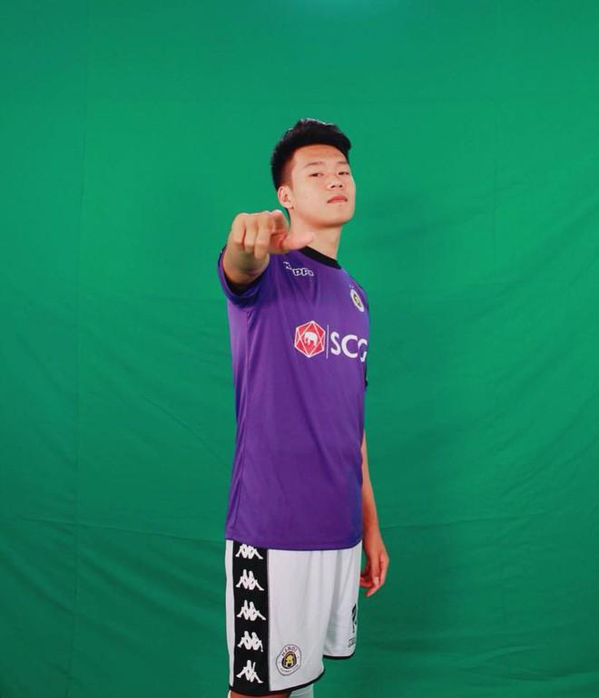 2 cầu thủ liên tiếp nâng tỉ số cho U23 Việt Nam: Cao hơn 1m8 và tất nhiên là... đẹp trai! - Ảnh 7.