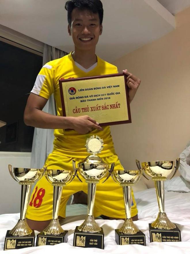 2 cầu thủ liên tiếp nâng tỉ số cho U23 Việt Nam: Cao hơn 1m8 và tất nhiên là... đẹp trai! - Ảnh 10.
