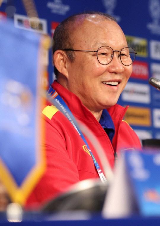 Theo dõi U23 Việt Nam thi đấu, người Hàn trầm trồ: Cầu thủ số 19 quá hay, khéo léo và tinh quái - Ảnh 1.