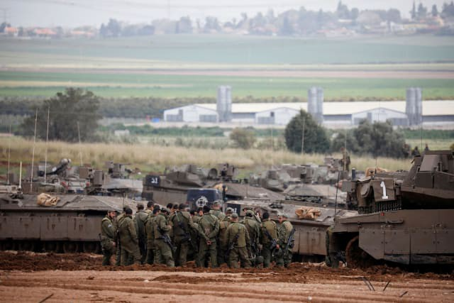 Sau 5 năm, Israel lại tung xe tăng Merkava trở lại Gaza hòng đè bẹp Hamas - Ảnh 3.