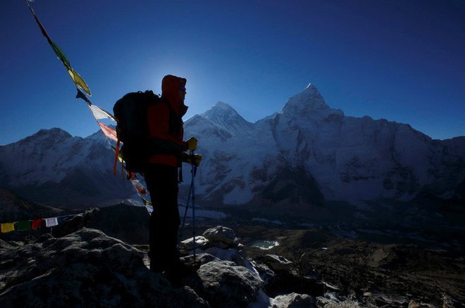 """Tỷ phú Jeff Bezos mỉa mai Elon Musk: """"Muốn định cư trên Sao Hỏa thì hãy thử sống 1 năm trên đỉnh Everest trước đã"""" - Ảnh 1."""