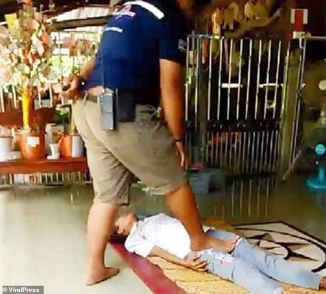 Tin lang băm để chữa bệnh bằng cách massage kinh dị, người phụ nữ nhận cái kết đắng lòng - Ảnh 1.
