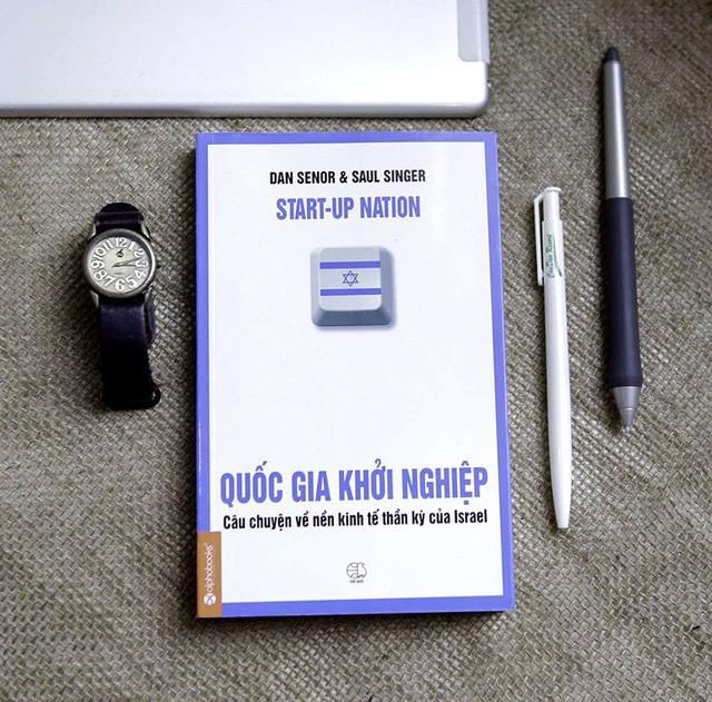 Ông Đặng Lê Nguyên Vũ: Đừng dồn tiền sắm sửa tivi điện thoại, đầu tư vào sách mới là đầu tư khôn ngoan - Ảnh 3.