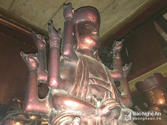 """Độc đáo bức tượng """"đầu người đội Phật"""" nghìn năm tuổi - Ảnh 5."""