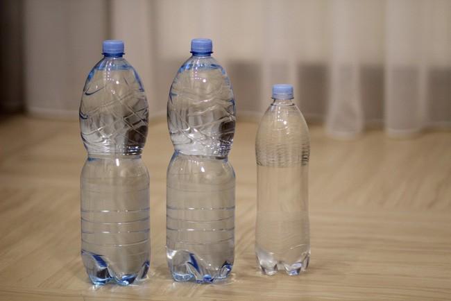 Con gái 5 tuổi kêu đau bụng, bố không đưa đi khám bác sĩ mà ép con uống liền 5 lít nước để rồi phải hối hận đến mức muốn chết - Ảnh 4.