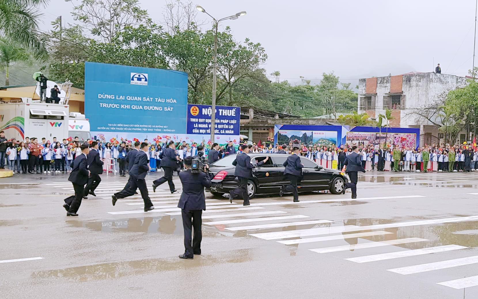 [PHOTO ESSAY] Những khoảnh khắc lịch sử trong chuyến công du Việt Nam đầu tiên của Chủ tịch Kim Jong-un - Ảnh 9.