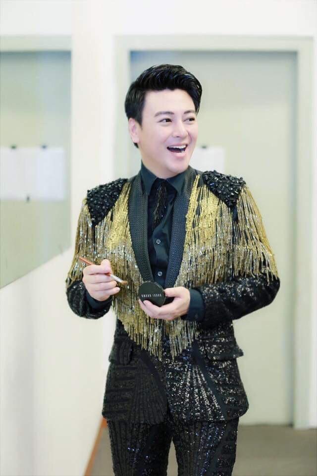 MC Phan Anh nhắng nhít vui đùa cùng Lệ Quyên, Kỳ Duyên - Ảnh 2.