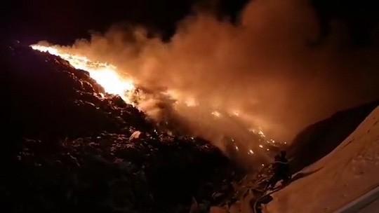 Cháy lớn tại khu xử lý rác, khói bốc cao hàng chục mét - Ảnh 3.