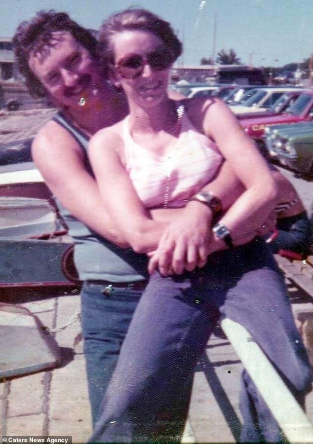 Cầu hôn mỗi năm 1 lần suốt hơn 40 năm, cuối cùng cụ ông cũng được người yêu ngỏ lời ngược lại ở tuổi thất thập cổ lai hy - Ảnh 1.